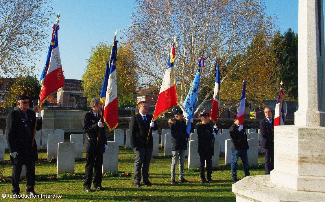 drapeaux cimetière britanique beuvry